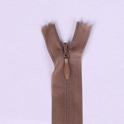 Skrytý zip světle hnědý 25cm I-3W0-25-296