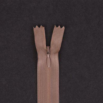 Skrytý zip světle hnědý 18cm I-3W0-18/294