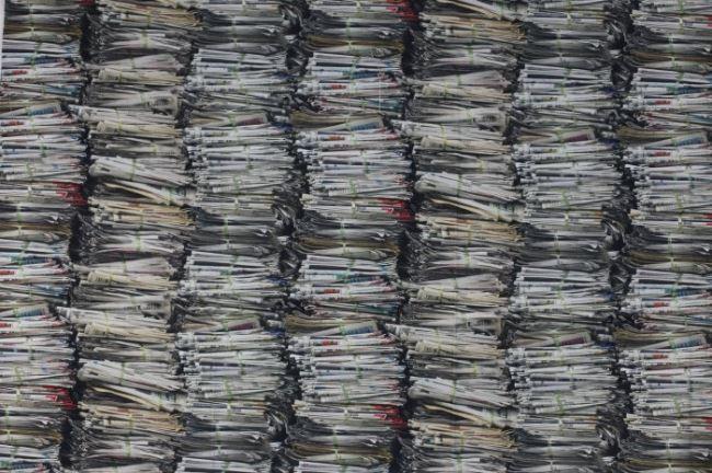 Dekorační látka s potiskem novinových svazků 1065/051