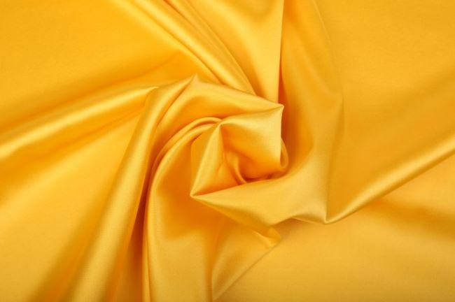 Pružné hedvábí ve žluté barvy 605692/5011