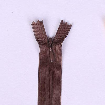 Skrytý zip v hnědé barvě 18cmI-3W0-18/299